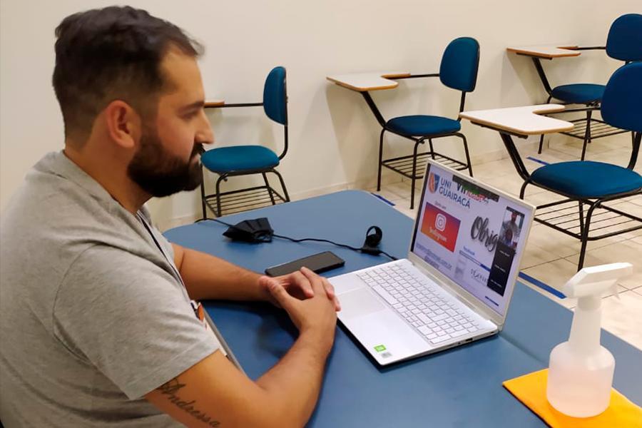 Professor da UniGuairacá participa de congresso latinoamericano